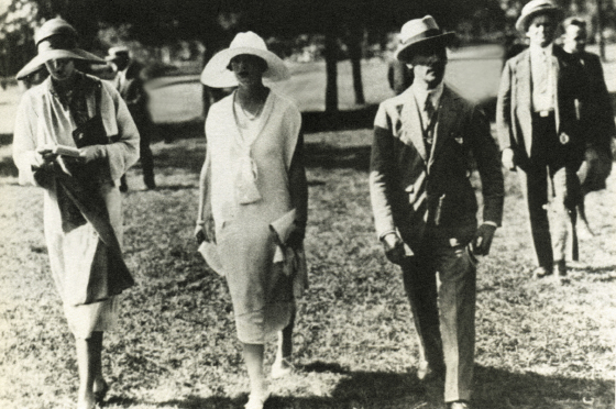 Gertie (center) with Millie Maud Smith and sporting artist Frank Voss in Saratoga Springs, New York, where Gertie's family raced thoroughbreds