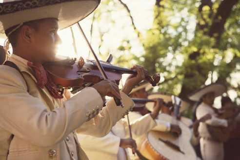 Mariachi bands are always performing in the evenings in El Jardín
