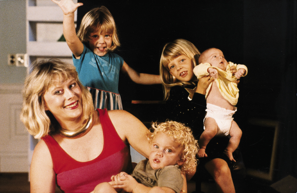 Barbara with their children—Gervais, Curry, Richard, and Hart—in 1987