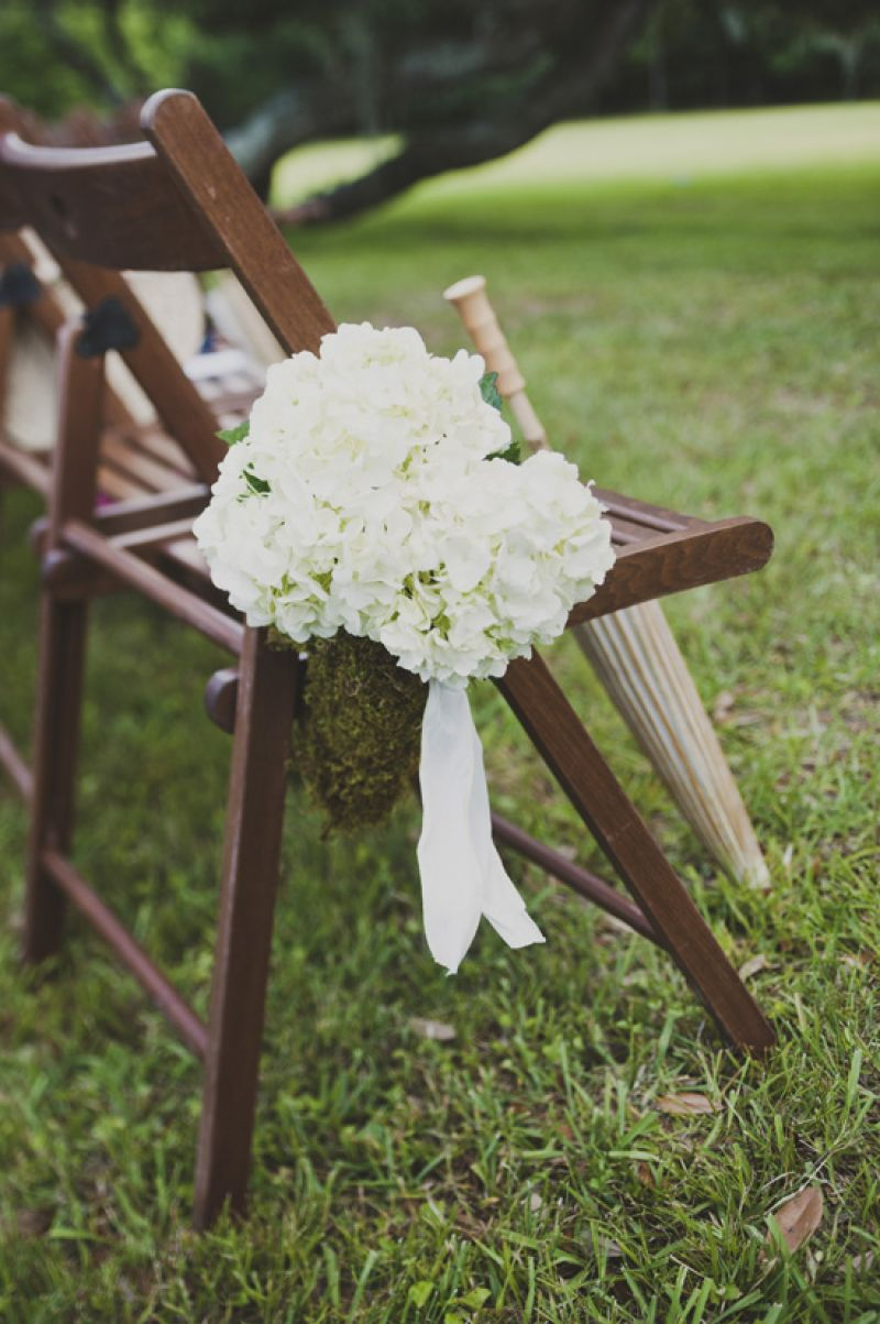 AU NATURALE: Taking cue from the earthy outdoor venue of Runnymede Plantation, moss-covered containers held the ceremony flora.