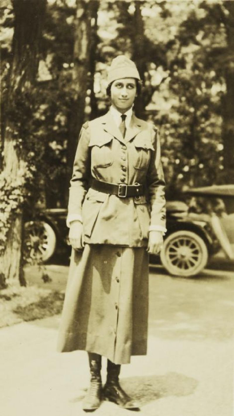 Belle in 1918 working with the Women's Radio Corps; she was appointed junior inspector and taught Morse code at two aviation camps.