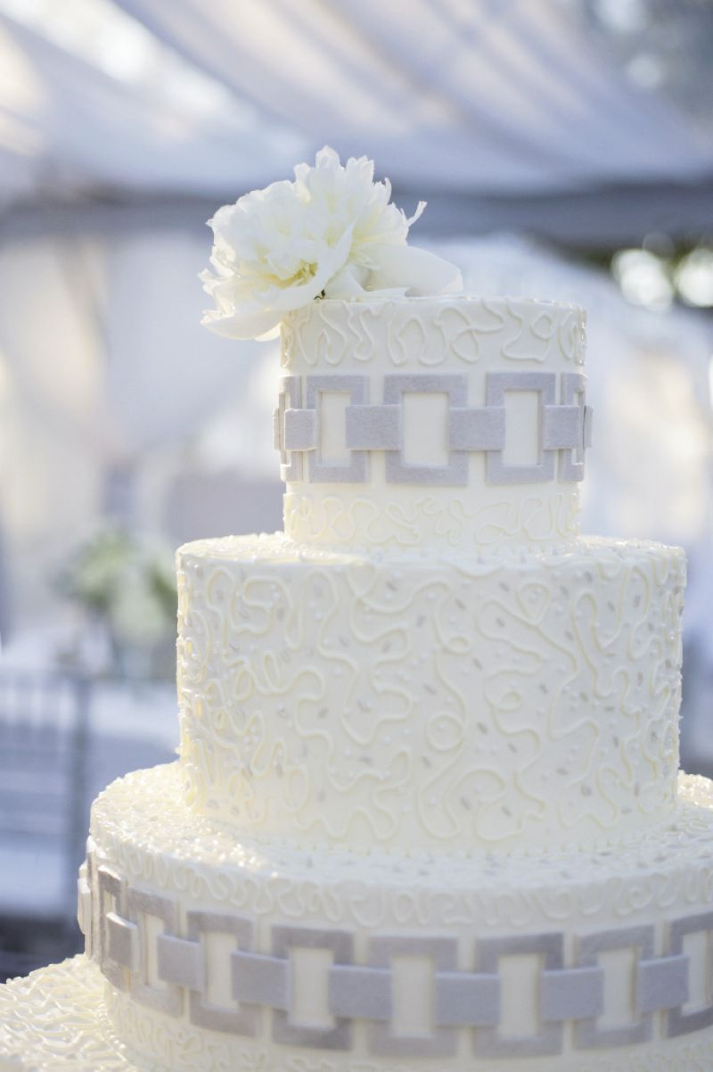 LINKED UP: Wedding Cakes by Jim Smeal incorporated the pattern from Chloe's wedding dress and the chain of one of her Art Deco bracelets onto the cake.