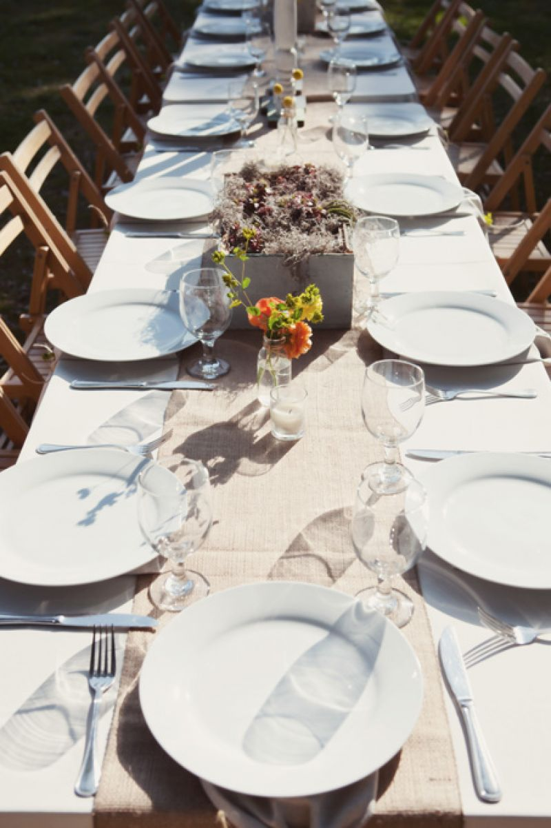 LOWCOUNTRY FEAST: Following the ceremony, guests sat down for an alfresco dinner, enjoying conversation and Southern fare prepared by The Fat Hen.