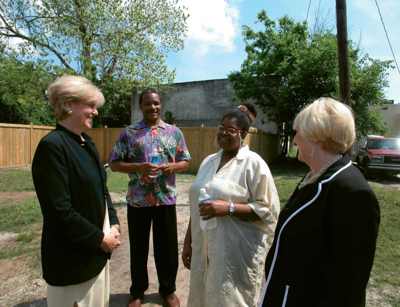 Robinson at the June 2008 ribbon-cutting ceremony of a home on Lee Street, the first Neighborhood Impact Initiative project that was accomplished in partnership with the City of Charleston and Habitat for Humanity