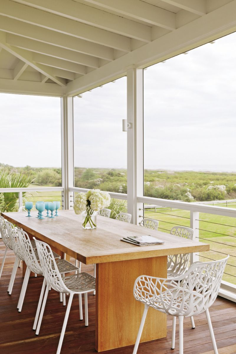 The handcrafted teak outdoor dining table by Brian Hall of Kistler Design Co. echoes the home's clean lines.