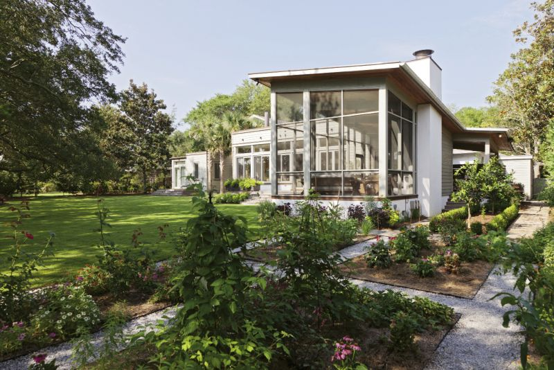 The rear addition is stunningly contemporary and communes with the site's natural beauty.