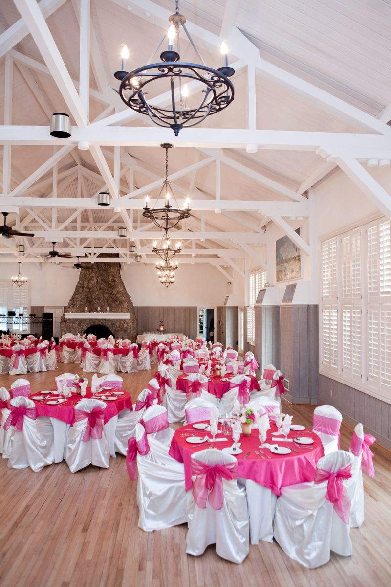 DINE AND SHINE: Fuchsia table accents popped against the neutral hues of the Sand Dunes Club reception hall. Rentals were provided by Snyder Event Rentals