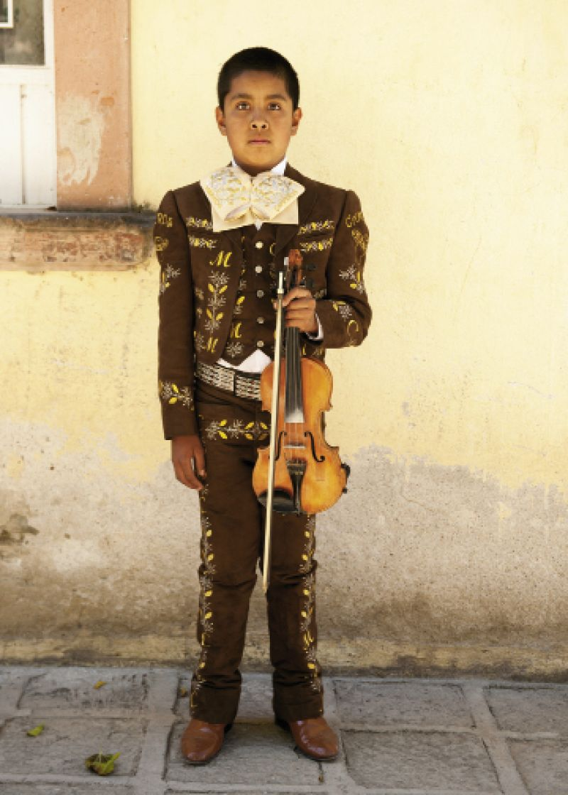 A young violinist from a mariachi band