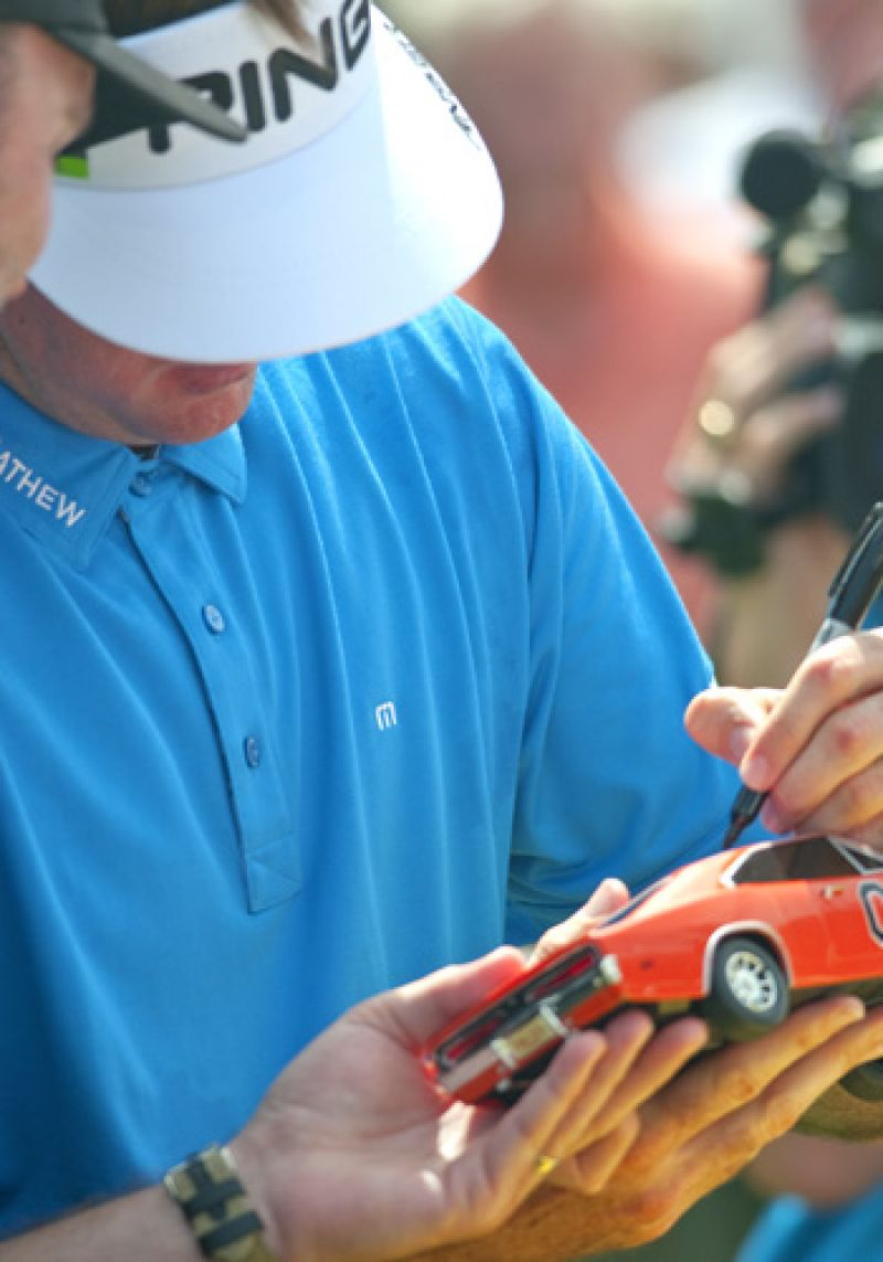 Bubba Watson signing the General Lee.