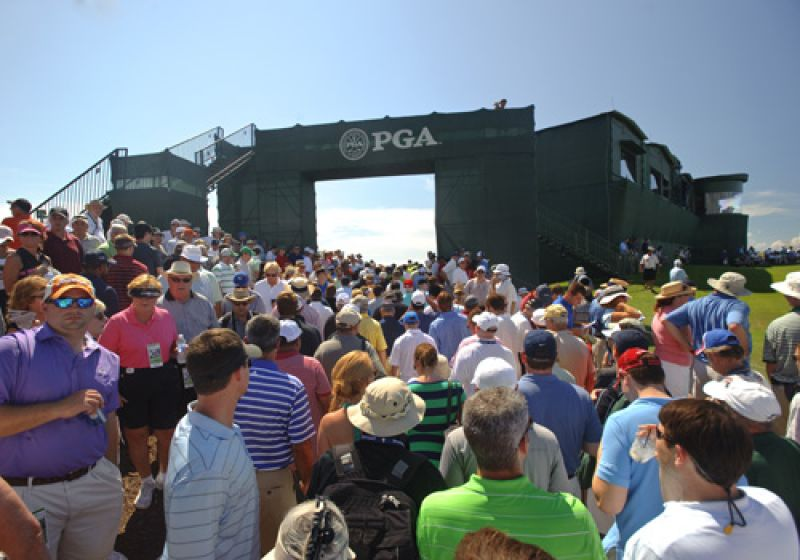 A Tiger Jam at 18 after Tiger birdied the par 4 closing hole to go 1 under (this was Tiger's 9th hole for the morning).