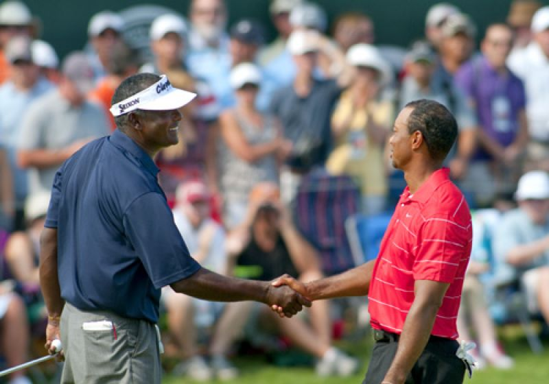 Tiger and Vijay shake hands after completing the 3rd round.