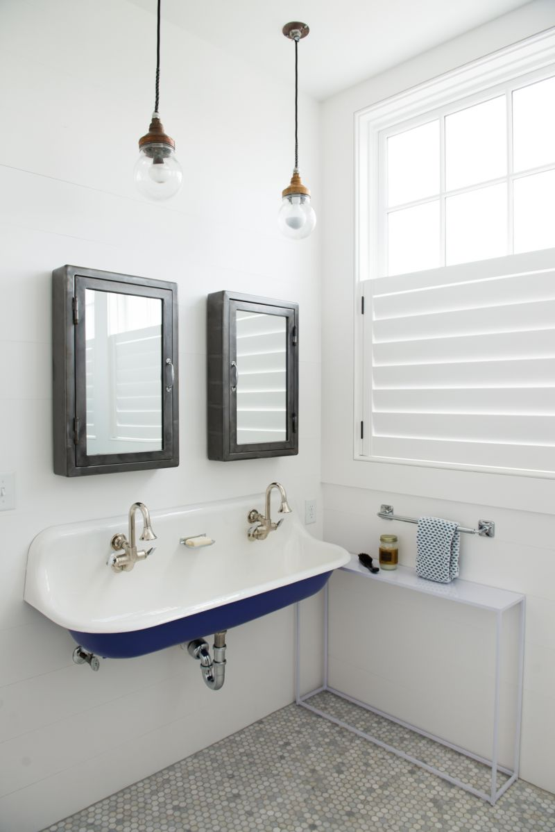 The girls each have a sunny ensuite bath complete with retro sinks.