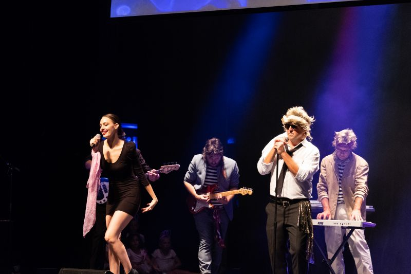 """Mike Lata and friends performed a Duran Duran medley, including sing-a-longs like """"Rio"""" and """"Girls on Film."""""""