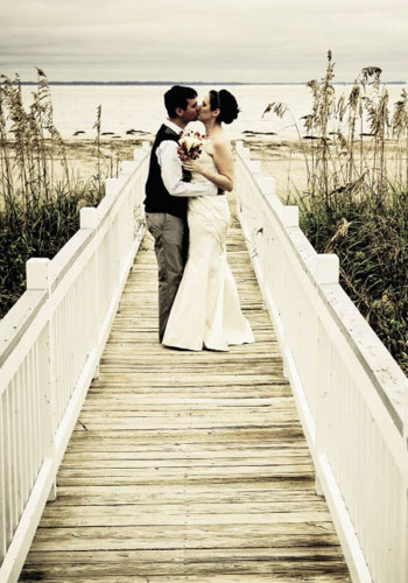 Natural embellishments accentuated traditional wedding elements