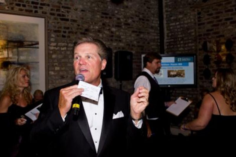 Local meteorologist Tom Crawford led the evening's live auction.