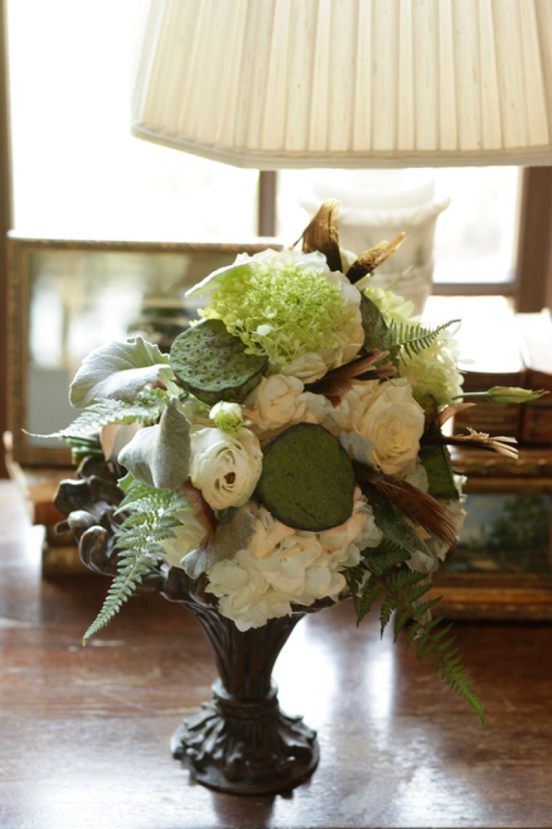 A charming arrangement in the living room at RiverOaks. Florals by Jennigray Hewitt of RiverOaks.