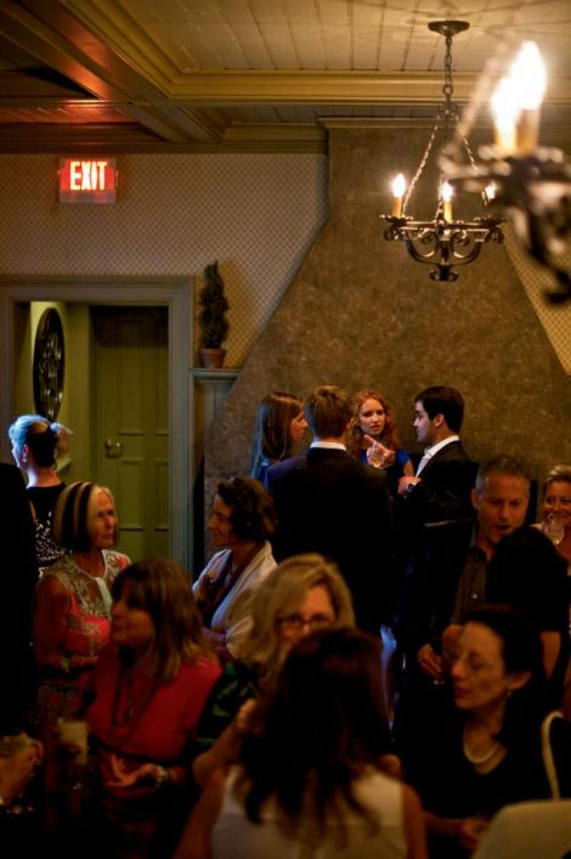 Guests enjoy pre-dinner cocktails at the Circa 1886 bar.