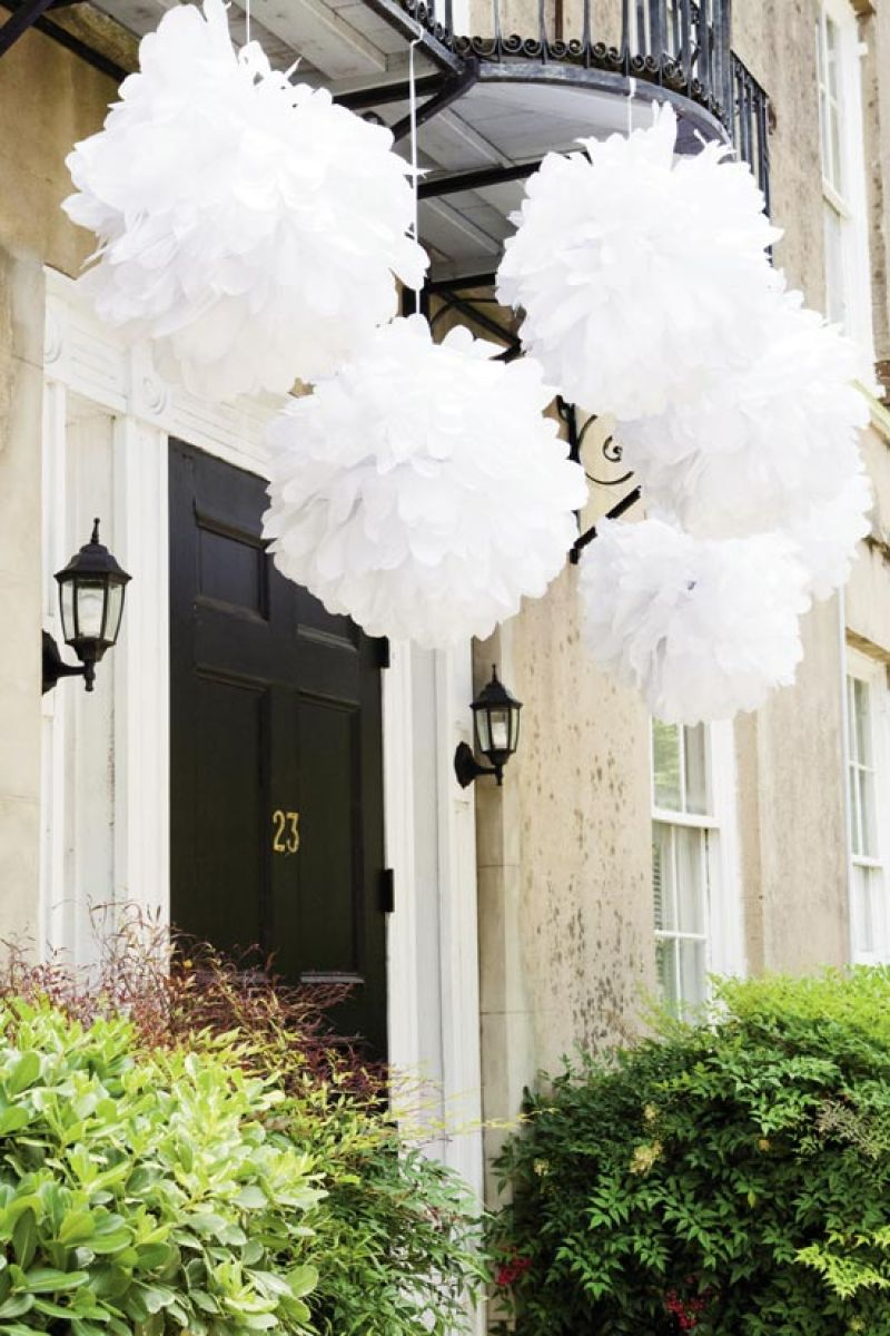 PRETTY PUFFS: Balls of bright white tissue (a summery, budget-savvy touch) popped against the venue's stucco walls.