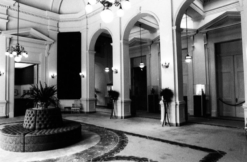 The Rotunda gallery circa 1976 had a carpet with a roundel pattern covering the tessera tile floor.