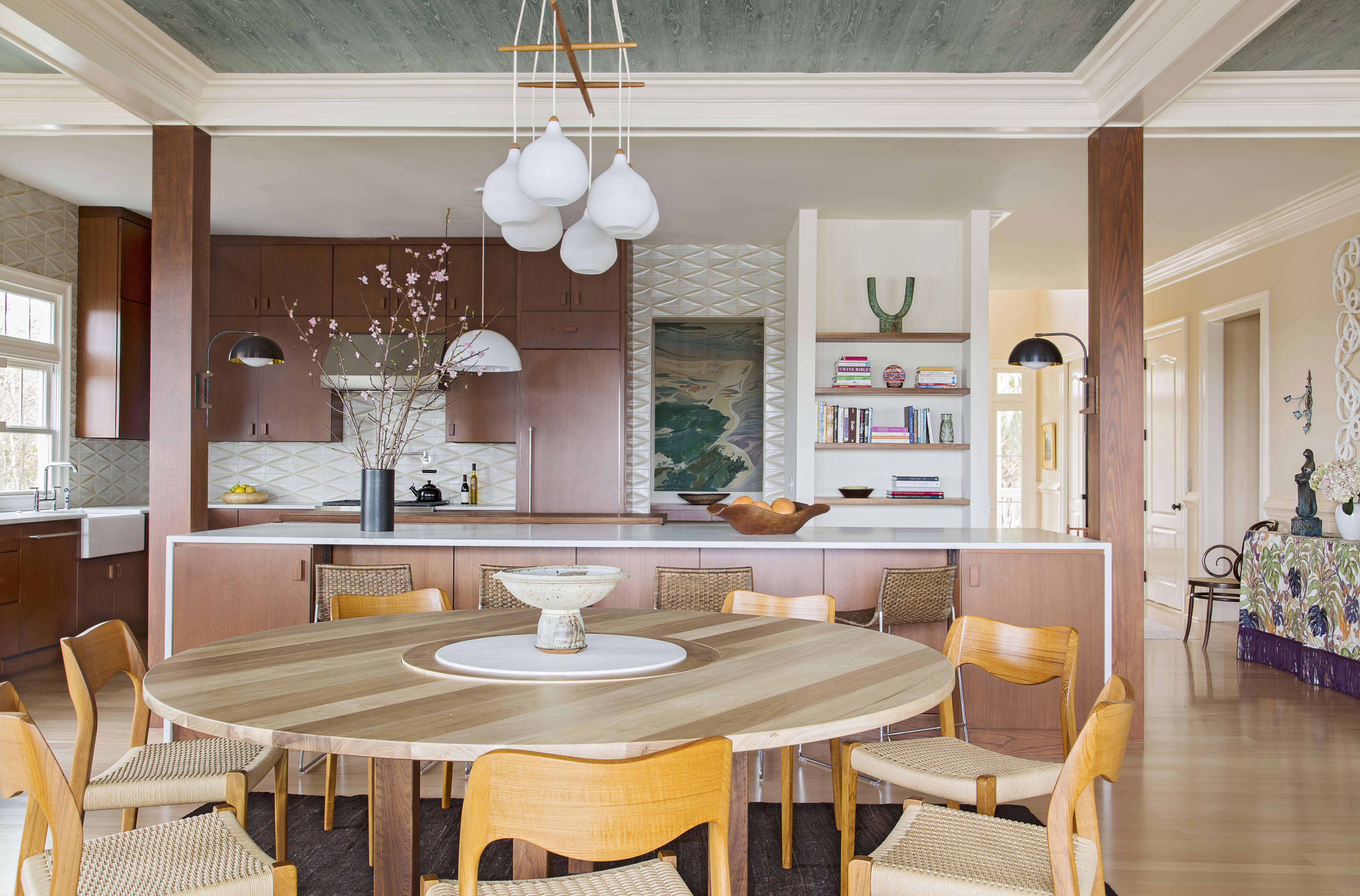 A full kitchen redo was not initially in the cards, but Hranowsky was thrilled when she got the all clear to create a sleeker, more functional space, featuring Ann Sacks glazed geometric tiles and a Mary Edna Fraser batik showcased from the pantry.