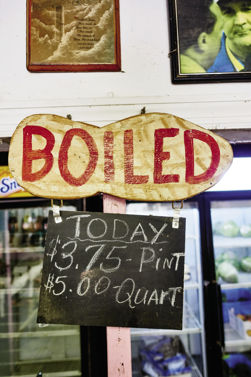 Edisto Island: boiled peanuts and local vegetables at King's Farm Market