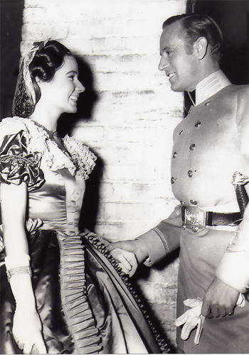 A candid shot of Alicia Rhett and Leslie Howard on the set of Gone With the Wind