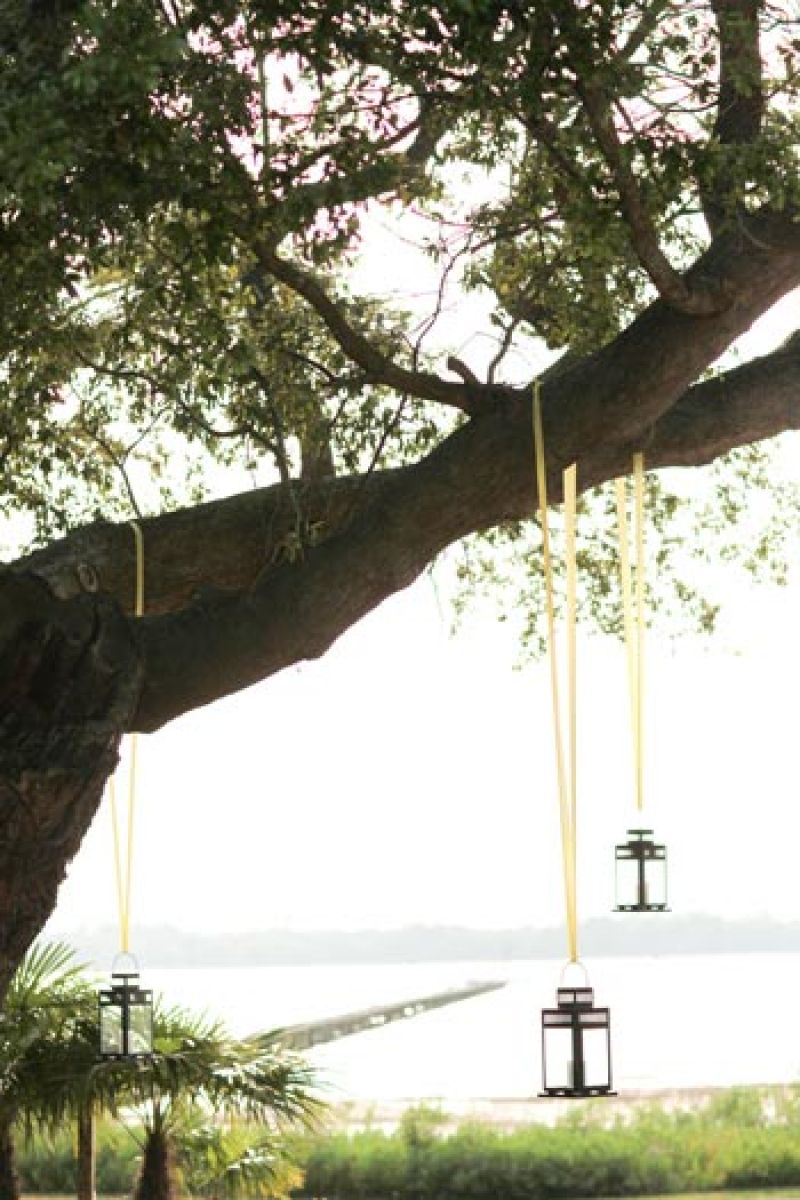 OPEN-AIR ORNAMENTALS: Yellow ribbons used to hang lanterns added a crisp edge to the outdoor setting's earthy palette.