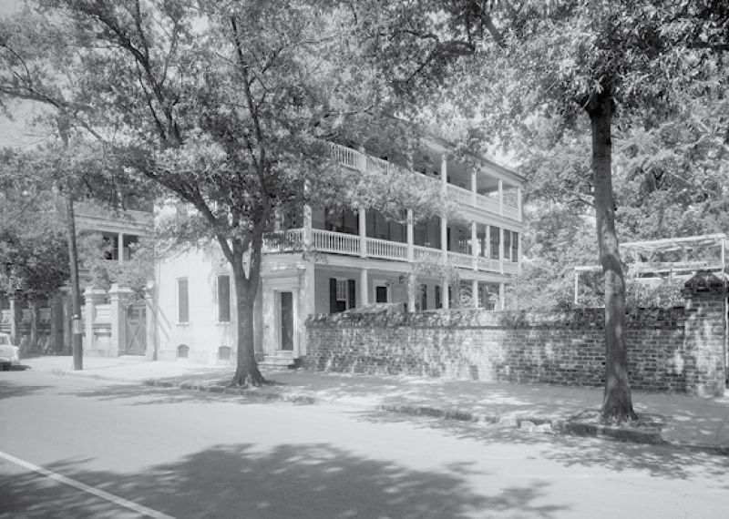 In January 1947, she put in the highest bid ($30,025) to purchase the circa-1770 Isaac Motte House at 30 Meeting, which became her winter home.