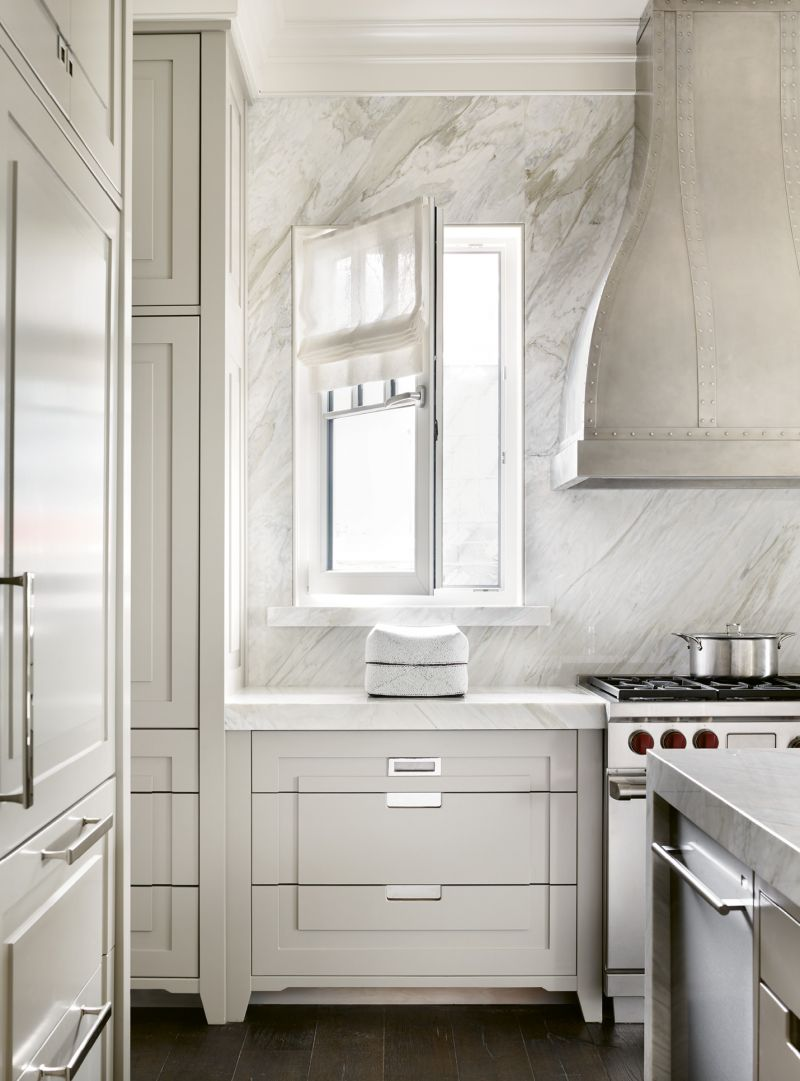 The kitchen walls wrapped in Calacatta Gold Extra marble