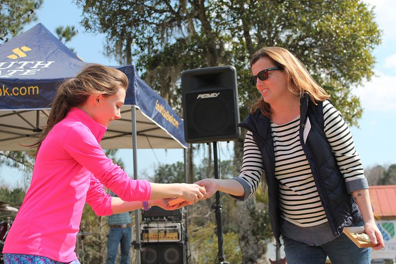Isabelle Turner receives her race award from Alison Geer