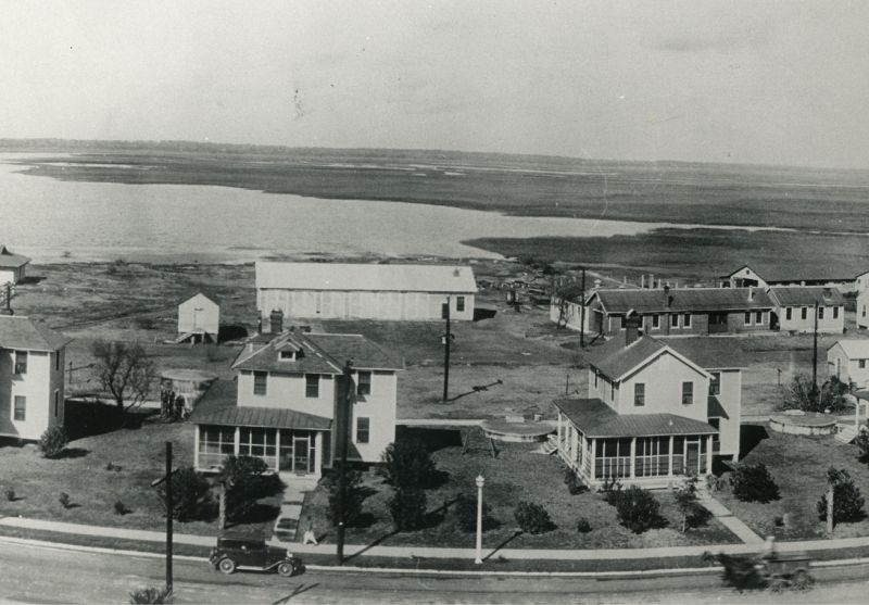 Houses near Station 17 and Fort Moultrie in 1930.