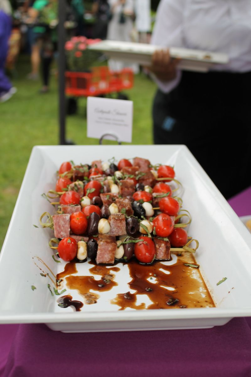 Thurston Southern Catering provided delectable bites for the event, such as the antipasti skewers of spicy salami, mozzarella cherry tomato, and kalamata olive.