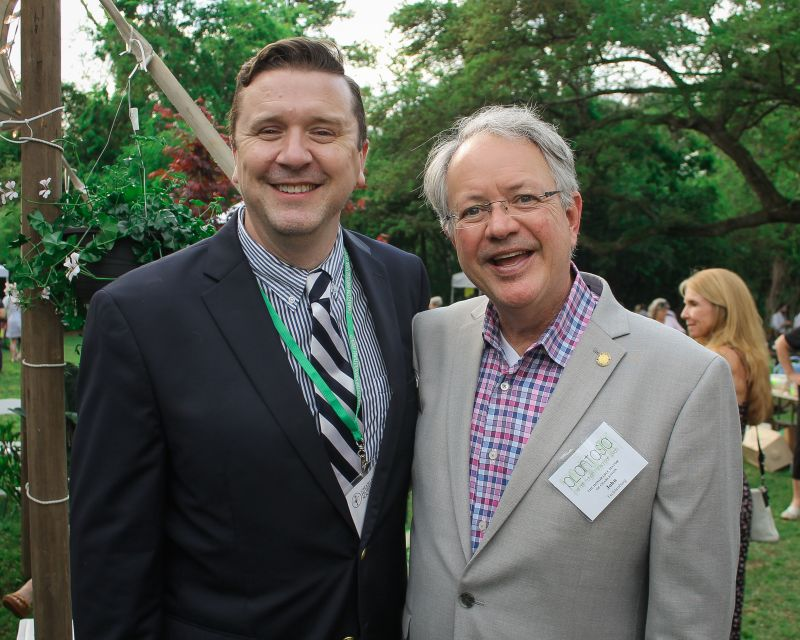 Charleston Horticultural Society executive director and emcee Kyle Barnette with Mayor John Tecklenburg