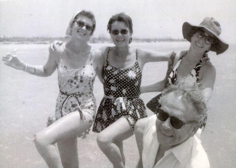 Ilderton (at far right) with Gloria Rochelle, Mary Montgomery, and Carey Ilderton