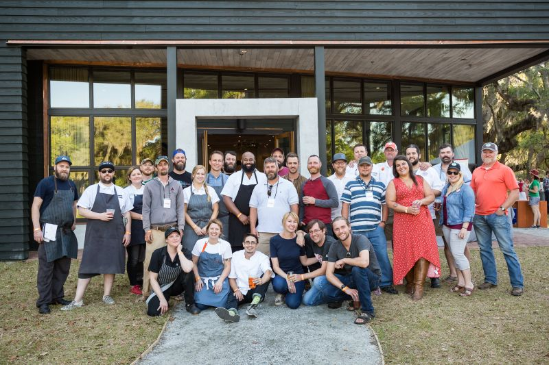 The event's contributors and chefs gather for a group shot.