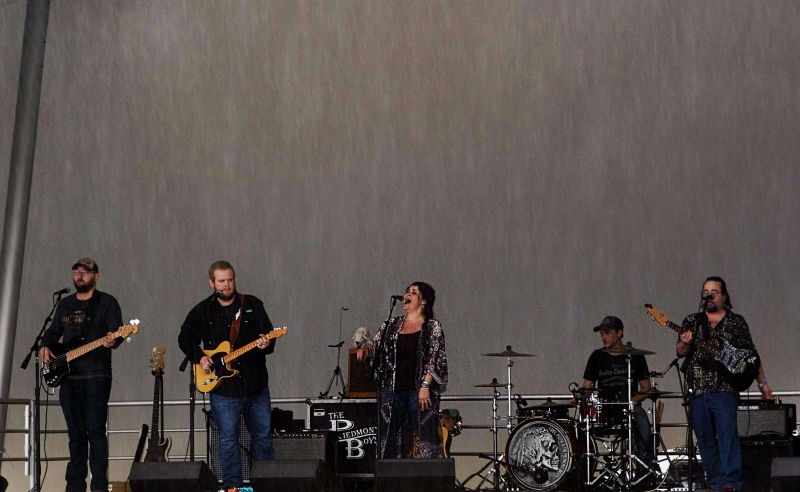Anna Leigh Band kicked things off with a lively Southern rock set.