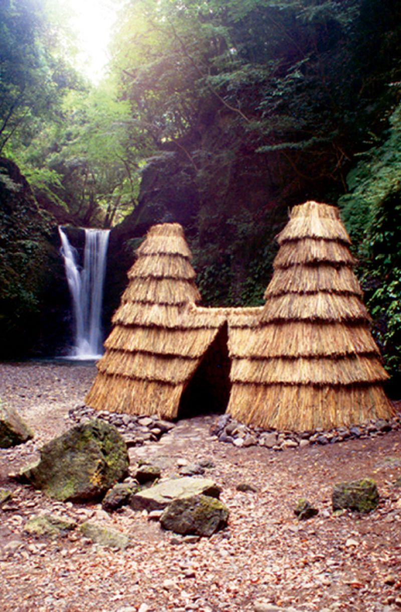 Parker's nature-based works draw inspiration from the locale. Takihata Dialogue, a thatched structure Parker built in Japan in 2001, modeled after the area's early pit dwellings; image courtesy of Herb Parker