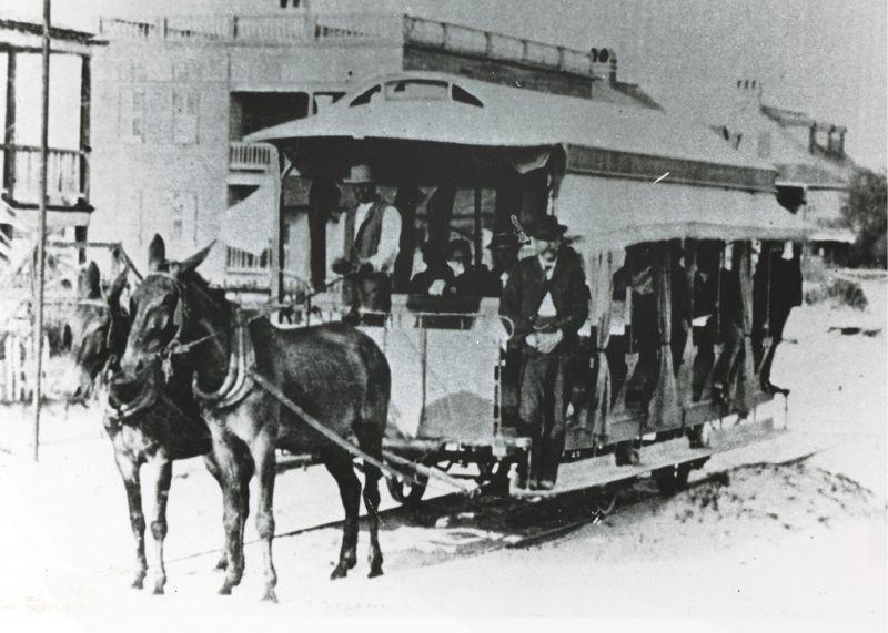 The last trip of a mule-drawn trolley in 1898
